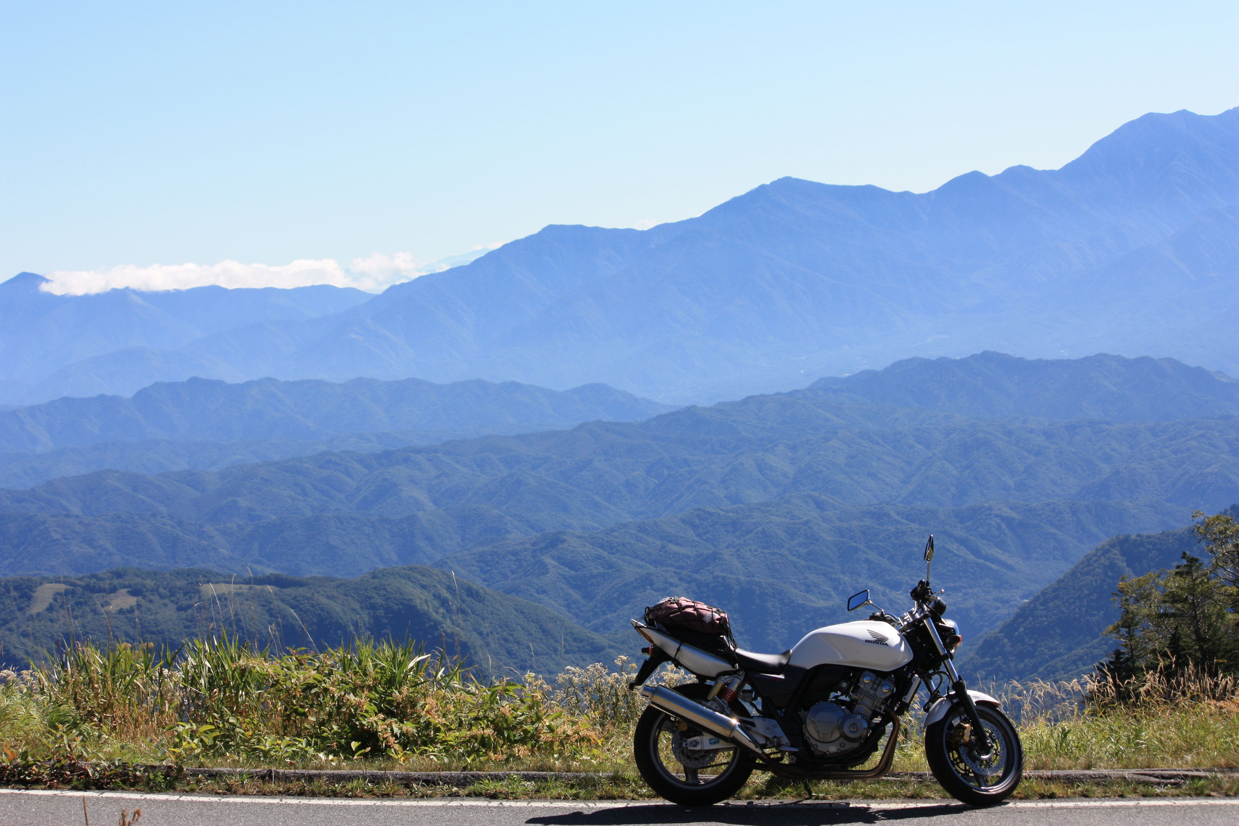 CB400SFと山々