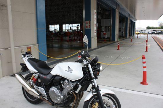 車検場のCB400SF