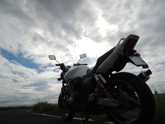 CB400SF Revo with cloud