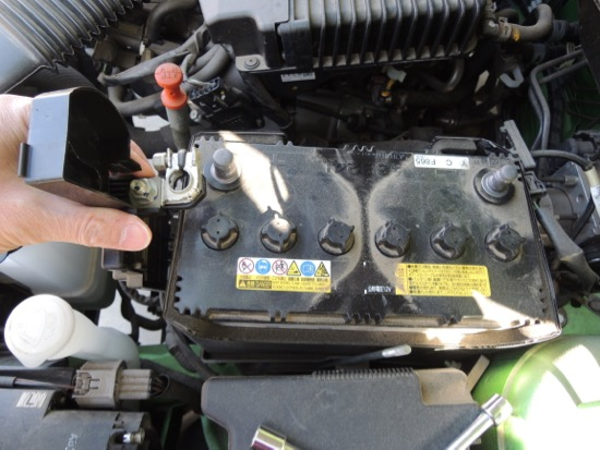 デミオ バッテリー交換プラス端子2