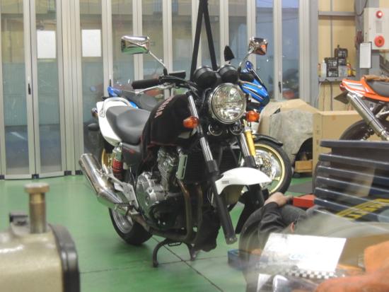 CB400SF_タイヤ交換作業